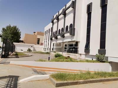 عمارة تجارية  للبيع في الرياض، منطقة الرياض - مبنى من مكاتب مفروشة للبيع في حي الربوة، وسط الرياض