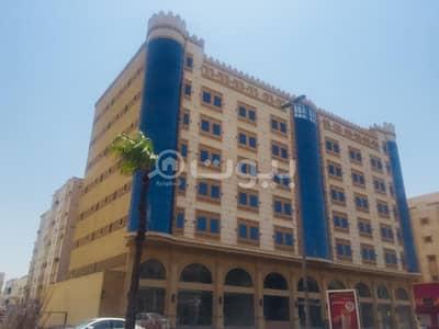 شقة فندقية  للايجار في جدة، المنطقة الغربية - للإيجار فندق 9 أدوار وملحق مع مسبح على شارع حراء، شمال جدة | تصريح شقق مفروشة