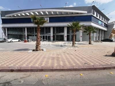 عمارة تجارية  للايجار في الرياض، منطقة الرياض - معارض تجارية وشقق للإيجار بطويق، غرب الرياض