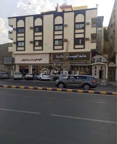 Commercial Building for Sale in Makkah, Western Region - Commercial building for sale in Al Rusayfah, Makkah