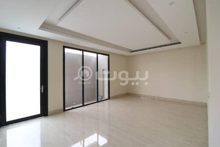 فیلا 4 غرف نوم للبيع في الرياض، منطقة الرياض - فيلا درج صالة مع سطح للبيع بحي القيروان، شمال الرياض