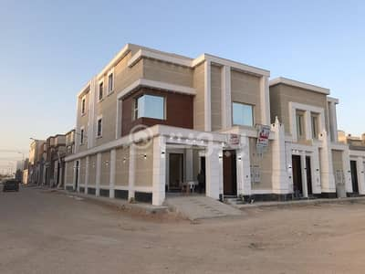 فیلا 5 غرف نوم للبيع في الرياض، منطقة الرياض - فيلا زاوية درج داخلي وشقتين للبيع في الرمال، شرق  الرياض