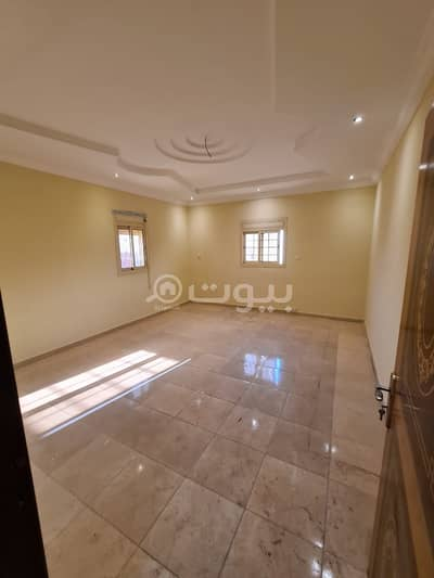 5 Bedroom Villa for Sale in Jeddah, Western Region - Villa for sale in Taiba District, north of Jeddah | 2 roofs and an annex