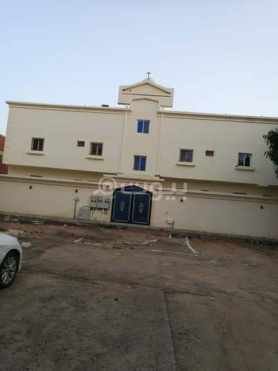 19 Bedroom Residential Building for Sale in Madina, Al Madinah Region - واجهة موقف