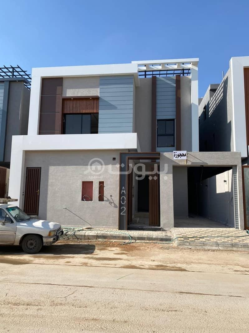 3 فلل درج صالة وشقة للبيع في المونسيةـ شرق الرياض