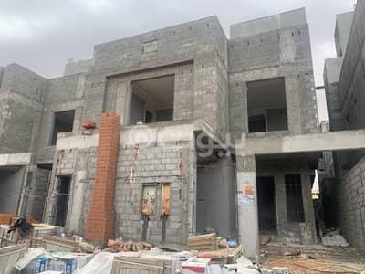 فیلا 5 غرف نوم للبيع في الرياض، منطقة الرياض - فيلا درج داخلي وشقتين 325 م2 بحي المونسية، شرق الرياض