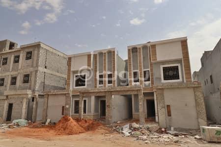 فیلا 4 غرف نوم للبيع في الرياض، منطقة الرياض - فيلا للبيع درج داخلي للبيع بالمونسية، شرق الرياض