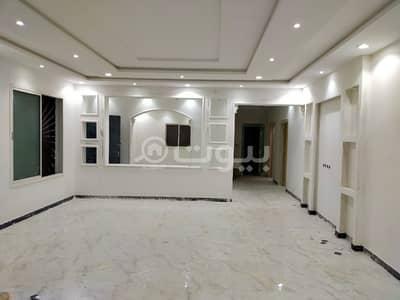 فیلا 5 غرف نوم للبيع في الرياض، منطقة الرياض - فيلا درج داخلي مع شقتين للبيع في طويق، غرب الرياض