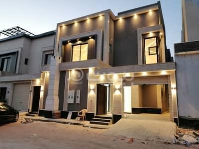 فیلا 5 غرف نوم للبيع في الرياض، منطقة الرياض - للبيع فيلا درج صالة مع شقتين بحي المونسية، شرق الرياض