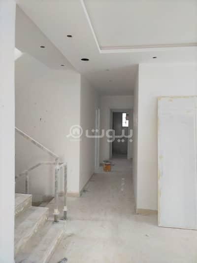 فیلا 5 غرف نوم للبيع في الرياض، منطقة الرياض - لعشاق السكن والاستثمار فيلا درج داخلي وشقه