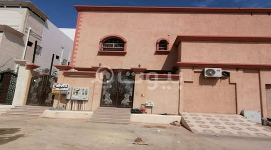 Villa for Sale in Al Ahsa, Eastern Region - For sale villa with 5 apartments in sharq Al Mahdod neighborhood, Al-Ahsa