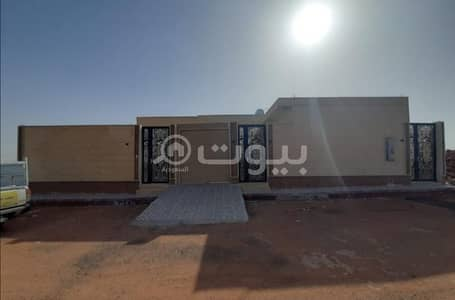 4 Bedroom Villa for Sale in Hail, Hail Region - Villa with a park for sale in King Fahd Suburb, Hail