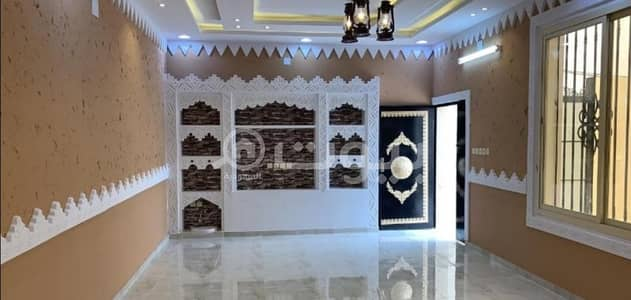 Floor with availability for establishing 2 apartments for sale in Allaqitah, Hail