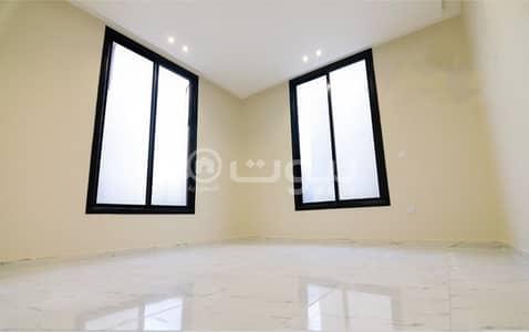 شقة 1 غرفة نوم للبيع في الرياض، منطقة الرياض - شقق فاخرة مع سطح خاص للبيع في حي الصحافة، شمال الرياض
