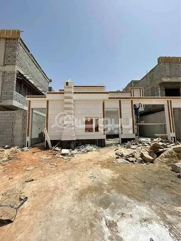 Villa 5 BR for sale in Tuwaiq, west of Riyadh