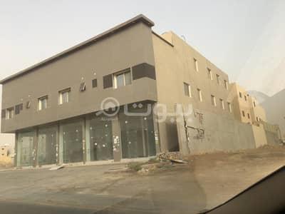 عمارة تجارية  للبيع في الرياض، منطقة الرياض - عمارة تجارية | 5 محلات و8 شقق للبيع بحي العارض، شمال الرياض