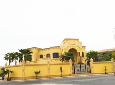 5 Bedroom Villa for Sale in Dhahran, Eastern Region - luxury villa with a pool for sale in Salmaniya, Dhahran