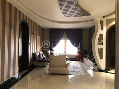 Villa for Sale in Taif, Western Region - Spacious Villa And 2 Apartments with park For Sale In Al Yaqout, Taif