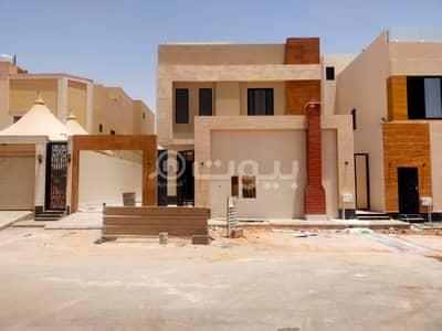 6 Bedroom Villa for Sale in Riyadh, Riyadh Region - Villa for sale, stairs in the hall and apartment in Al Munsiyah, east of Riyadh