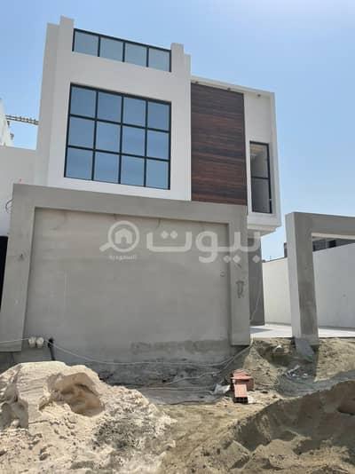 5 Bedroom Villa for Sale in Jeddah, Western Region - Modern villa with two floors and an extension for sale in Al Zumorrud, North Jeddah