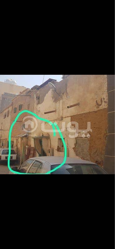 2 Bedroom Villa for Sale in Riyadh, Riyadh Region - Two old houses for sale in Umm Salim district, central Riyadh
