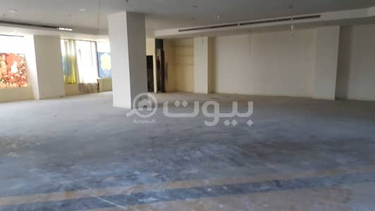 Shop for Rent in Jeddah, Western Region - Shops for rent in a commercial building in Al Salamah, Jeddah