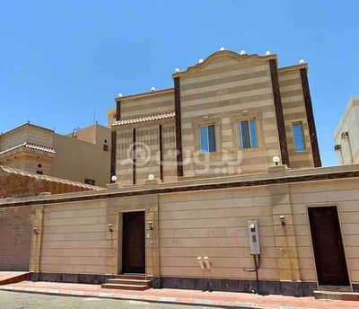7 Bedroom Villa for Sale in Jeddah, Western Region - Villa with a pool for sale in Taiba District, north of Jeddah