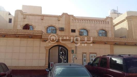 4 Bedroom Villa for Sale in Riyadh, Riyadh Region - villa and 3 apartment for sale in Al Nadwa District - East Riyadh