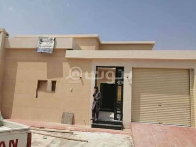 3 Bedroom Floor for Sale in Riyadh, Riyadh Region - Ground floor for sale in Al Rimal, east of Riyadh  465 sqm