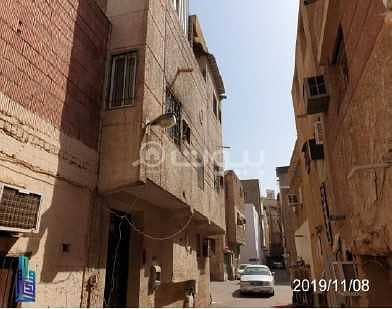 Residential Building for Rent in Madina, Al Madinah Region - A residential building for rent in Al Mughaisilah, Madina