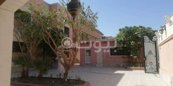 4 Bedroom Villa for Sale in Riyadh, Riyadh Region - الحوش الامامي والملحق