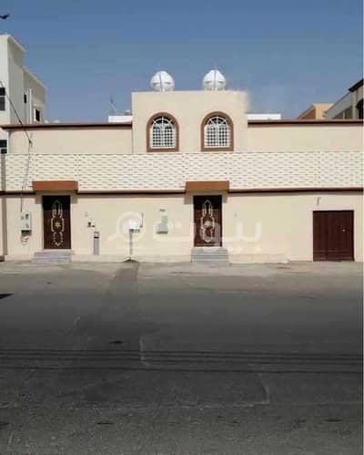 5 Bedroom Floor for Sale in Khamis Mushait, Aseer Region - 2-Apartment Floor | with a yard for sale in Al Waha, Khamis Mushait