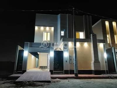 فیلا 5 غرف نوم للبيع في الرياض، منطقة الرياض - للبيع فيلا درج داخلي مع شقتين وسطح في حي البيان، شرق الرياض