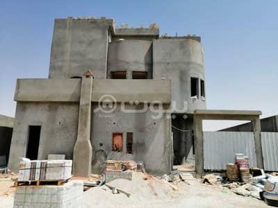 6 Bedroom Villa for Sale in Riyadh, Riyadh Region - Floor villa and apartment for sale in west of King Khalid International Airport, north of Riyadh