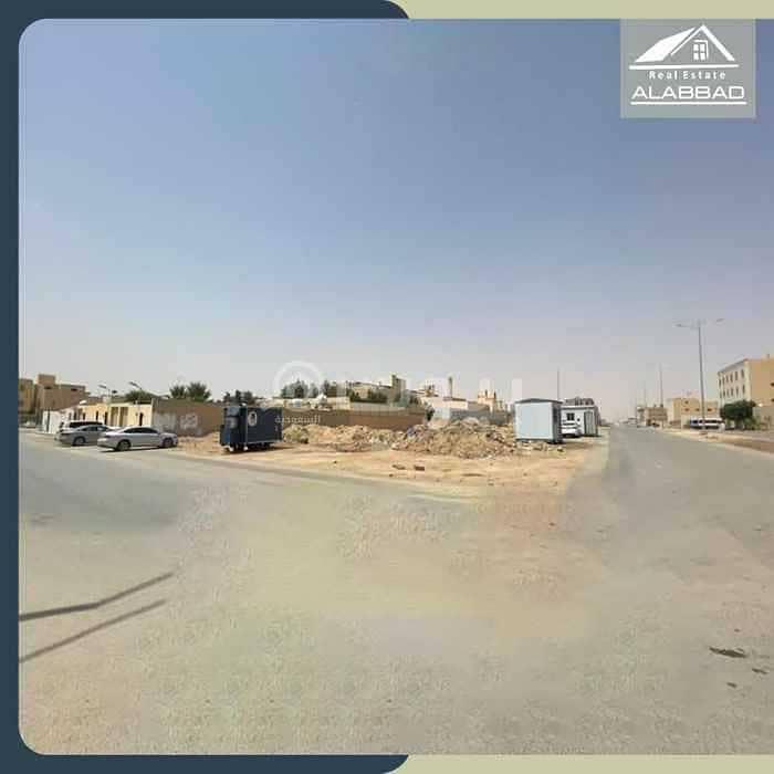 أرض تجارية للبيع في حي القيروان، شمال الرياض | 1050م2