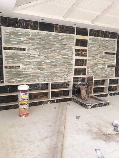 دور 10 غرف نوم للبيع في منطقة تبوك - دور وشقة خلفية للبيع في حي البوادي، تبوك