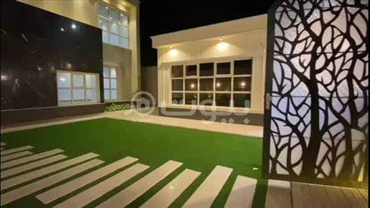 8 Bedroom Villa for Sale in Buraydah, Al Qassim Region - For sale Villa with a park and Pool in Al Rawda, north of Buraydah