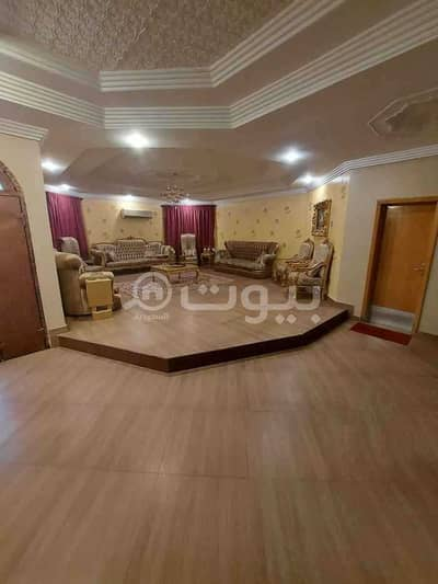 5 Bedroom Villa for Sale in Riyadh, Riyadh Region - Villa staircase in the hall for sale in Al Jazeera, east Riyadh