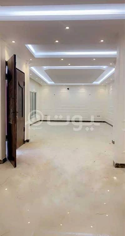 6 Bedroom Villa for Sale in Riyadh, Riyadh Region - Internal staircase villa and apartment for sale in Al Nafal district, north of Riyadh