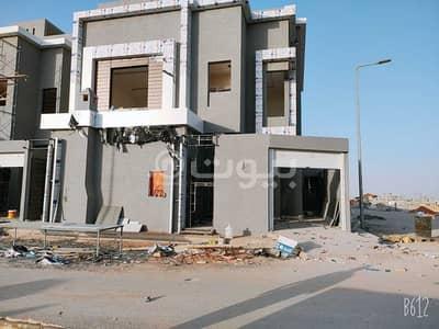 فیلا 5 غرف نوم للبيع في الرياض، منطقة الرياض - فيلا درج داخلي وشقة للبيع بحي الرمال الذهبي، شرق الرياض