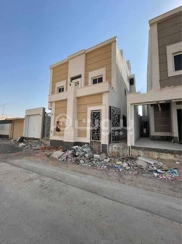Villas   3 Floors for sale in Al Munsiyah District, East of Riyadh