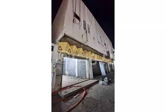 عمارة تجارية للإيجار بالكامل بحي طويق، غرب الرياض