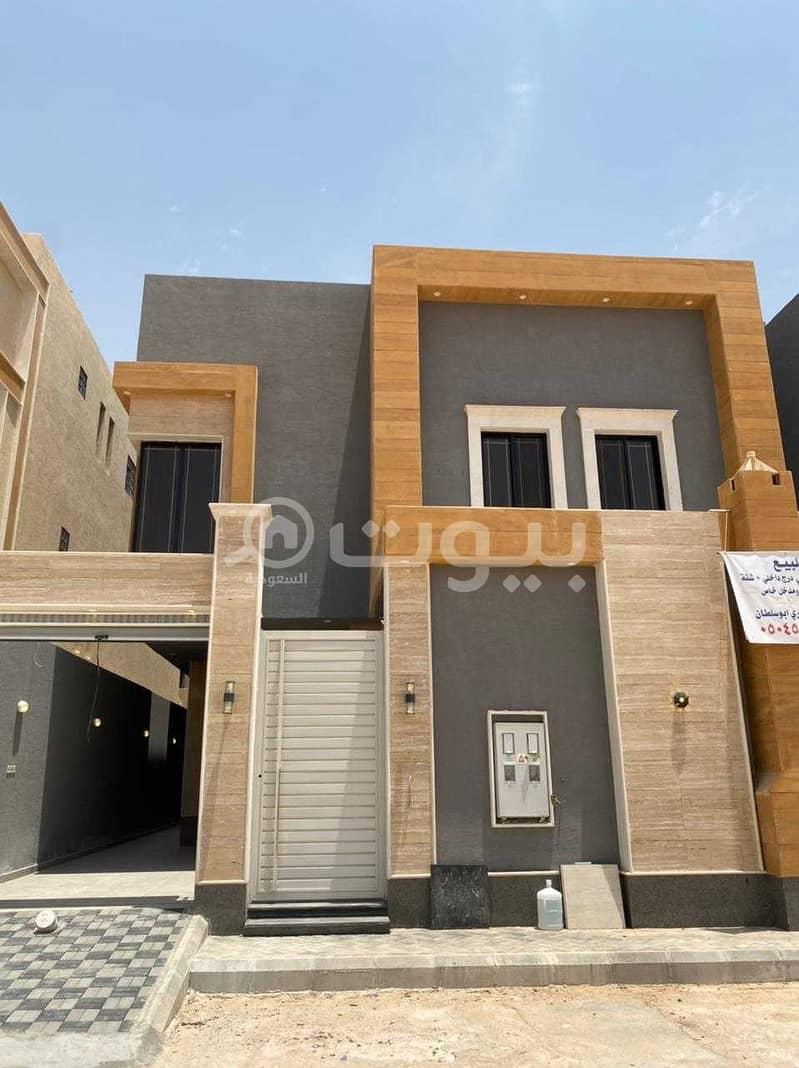 فيلا درج داخلي و شقة للبيع في حي الرمال شرق الرياض