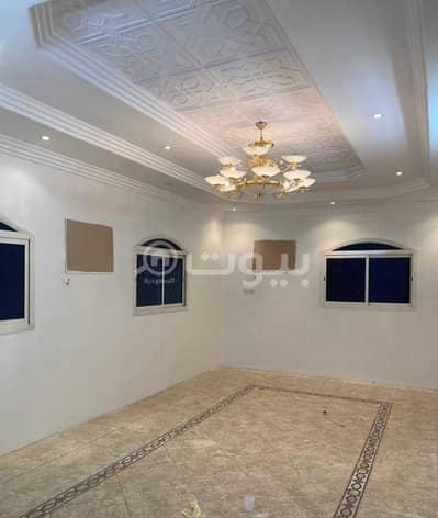 فیلا  للبيع في الرياض، منطقة الرياض - فيلا مجددة مع شقتين للبيع بحي العزيزية، جنوب الرياض