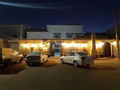 6 Bedroom Villa for Sale in Hail, Hail Region - Villa floor and 2 apartments for sale in Al Khuzama, Hail