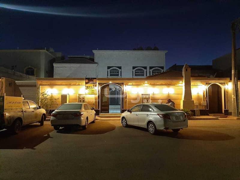 Villa floor and 2 apartments for sale in Al Khuzama, Hail
