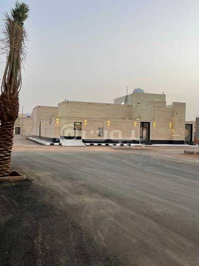 4 Bedroom Floor for Sale in Hail, Hail Region - A Floor for sale in the Makkah scheme in Al-Khuraimi district, Hail