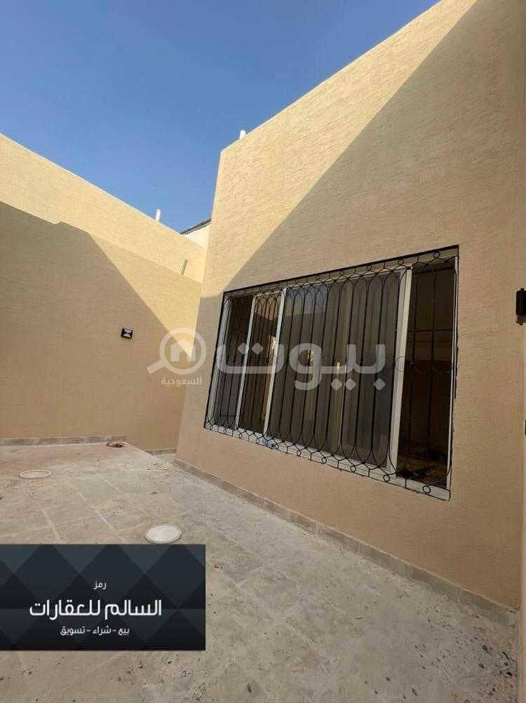 دور أرضي للبيع بحي ظهرة لبن، غرب الرياض   450م2