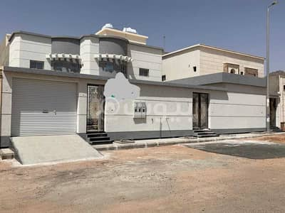 9 Bedroom Villa for Sale in Hail, Hail Region - Villa | 2 floors and apartment for sale in Al Rasf, Hail
