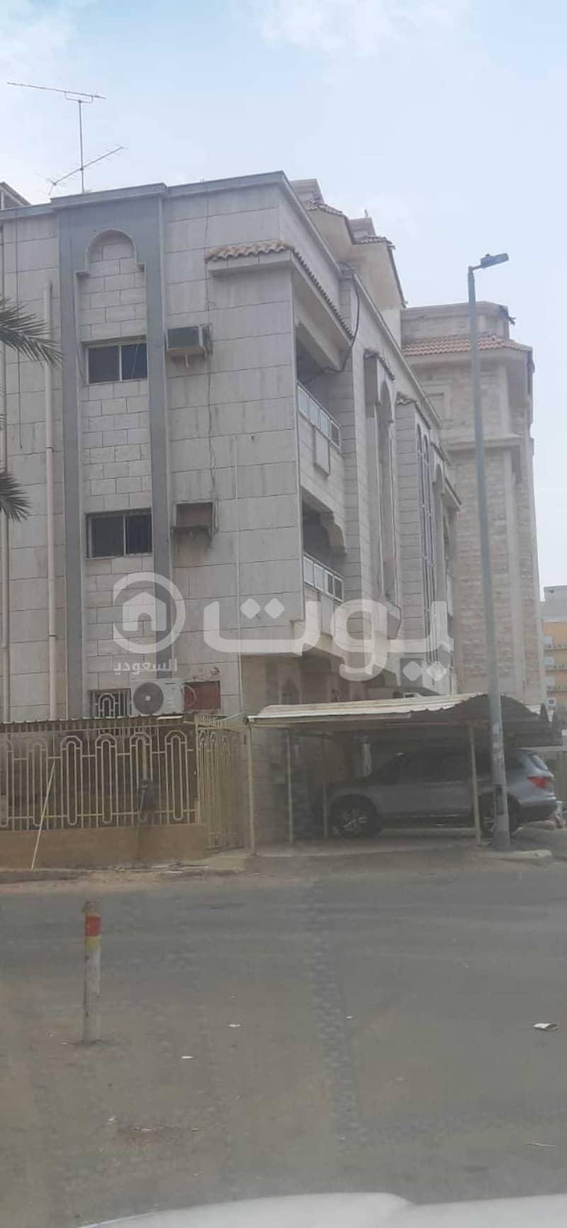 عمارة سكنية   مع مصعد للبيع في حي الصفا، شمال جدة